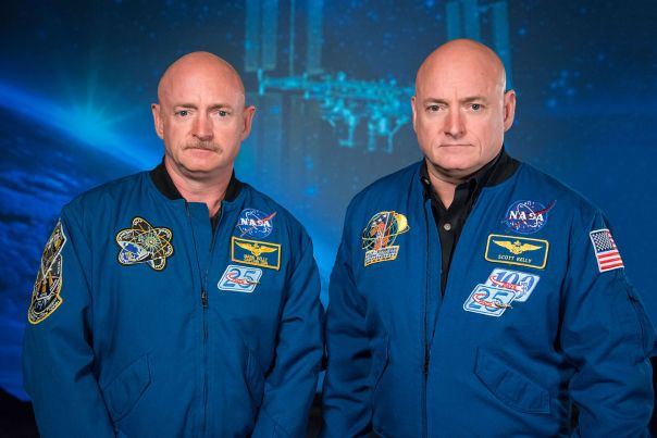 1600px-mark_and_scott_kelly_at_the_johnson_space_center2c_houston_texas